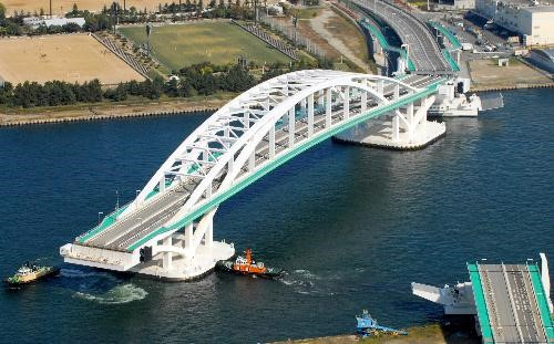 Osaka Yumemai Bridge(Floating movable bridge)